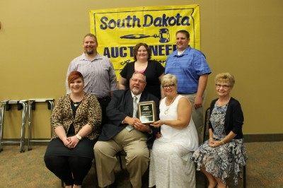 2015 SDAA Hall of Fame Inductee Wayne Bessman (Center) & Wife Dawn and Family